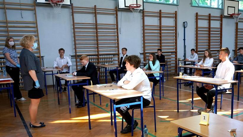 Ruszyły egzaminy ósmoklasity. Dziś młodzież mierzy się z egzaminem z języka polskiego - Zdjęcie główne
