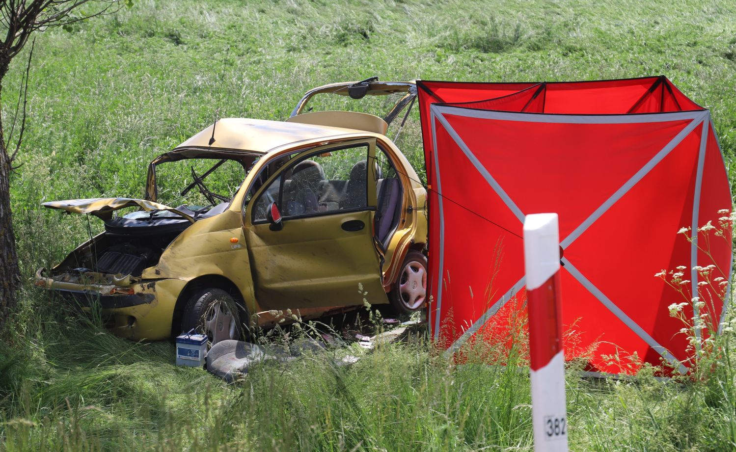 Tragiczny wypadek między Kutnem a Łowiczem. Okoliczności bada prokuratura i policja [ZDJĘCIA] - Zdjęcie główne