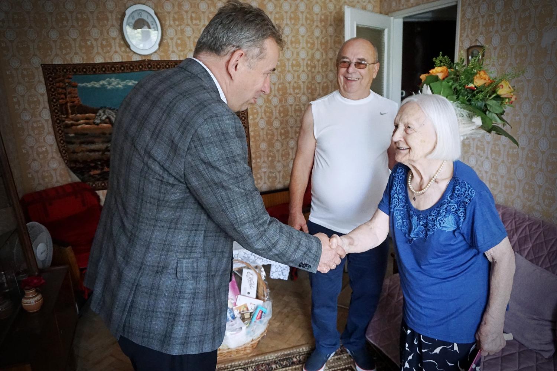 Piękny jubileusz Pani Janiny. Kutnianka świętowała 100. urodziny! [ZDJĘCIA] - Zdjęcie główne