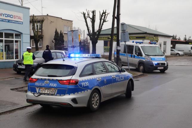 [ZDJĘCIA] Chuligański wybryk kierowcy. Uszkodził trzy auta i uciekł - Zdjęcie główne