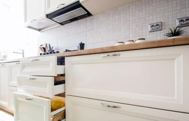 Nowoczesne okapy kominowe – obowiązkowe wyposażenie stylowej kuchni - Zdjęcie główne