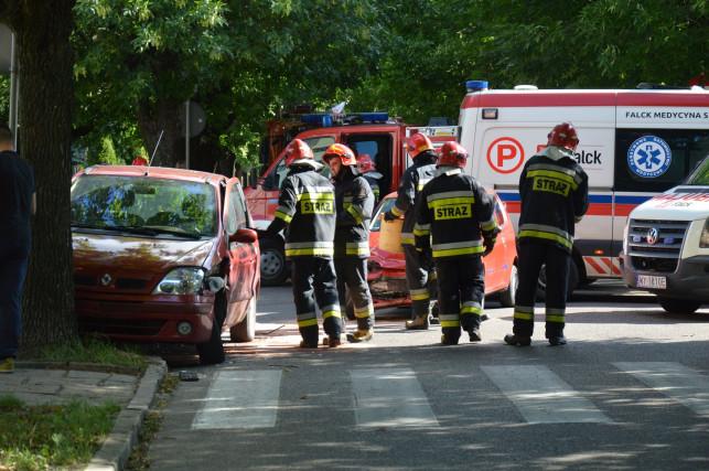 [AKTUALIZACJA]Wypadek na skrzyżowaniu Lelewela i Sowińskiego. Zderzyły się dwa auta!  - Zdjęcie główne