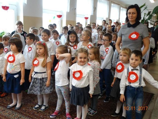 Uczniowie z SP w Strzegocinie uczcili 11 listopada - Zdjęcie główne