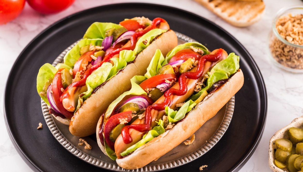 Orlen, Żabka, a może BP? Kto sprzedaje najlepsze hot-dogi? [WIDEO] - Zdjęcie główne