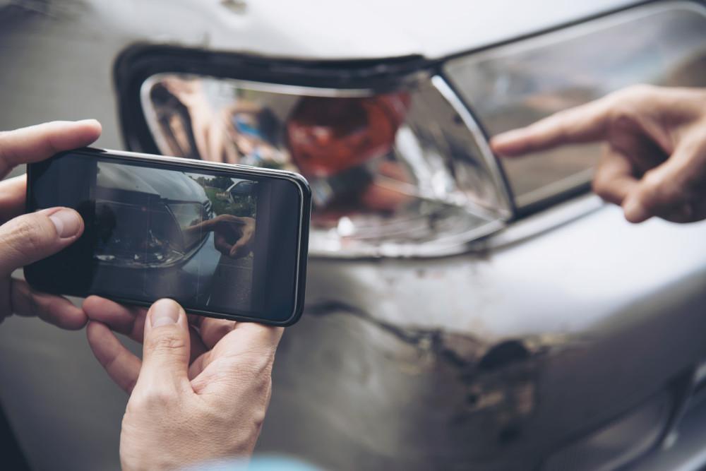 Jak oszczędzić pieniądze ubezpieczając auto w UK - Zdjęcie główne