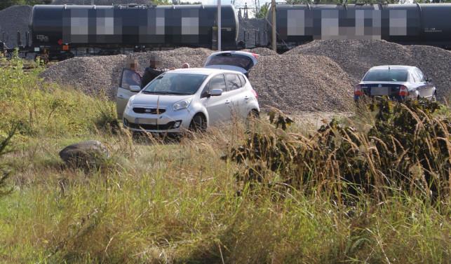 [FOTO] Zwłoki w krzakach niedaleko torów. Na miejscu policja i prokuratura - Zdjęcie główne