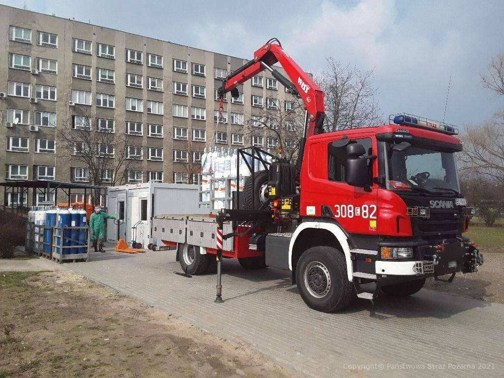 [ZDJĘCIA] Strażacy z Łodzi przywożą tlen do Kutna. Będzie podawany chorym na COVID-19 - Zdjęcie główne