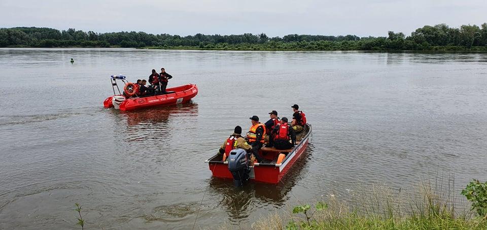 Starosta z jednego z powiatów w regionie wpadł do rzeki, trwają poszukiwania. Uratowano jego pijanych kolegów - Zdjęcie główne