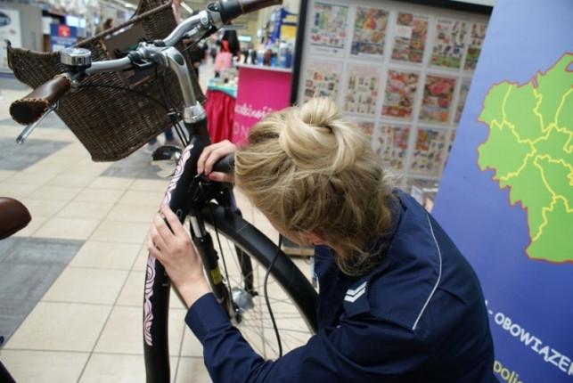 Chcesz, by Twój rower był bezpieczny? Oznakuj go w kutnowskiej komendzie - Zdjęcie główne