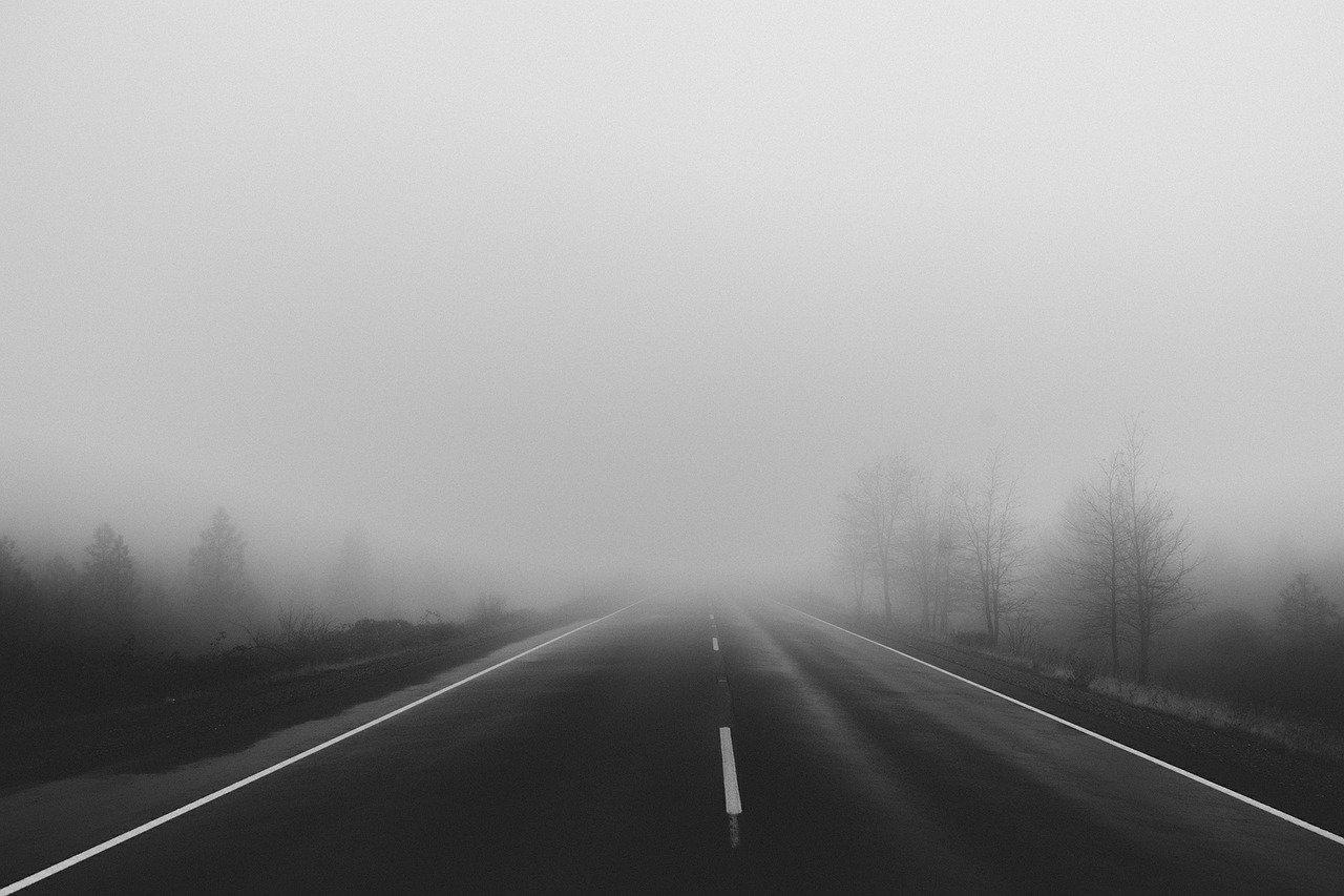 """Na drogach może być bardzo niebezpiecznie: """"Widzialność może spaść do 100 metrów"""" - Zdjęcie główne"""