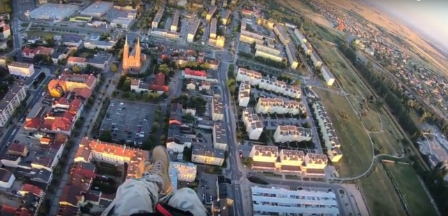[WIDEO] Widok z paralotni na Kutno. Efekt jest piorunujący! - Zdjęcie główne