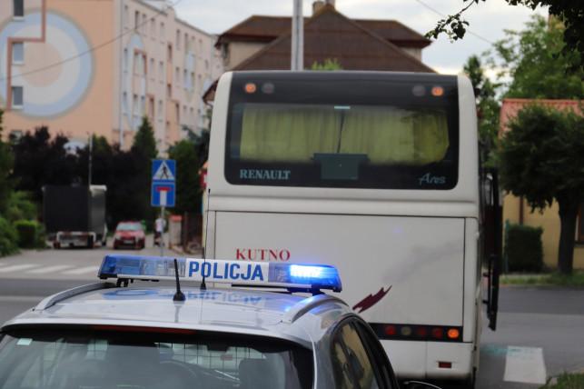 [ZDJĘCIA] Jechał pijany autobusem, uderzył w radiowóz. Policyjna akcja na Zamoyskiego - Zdjęcie główne