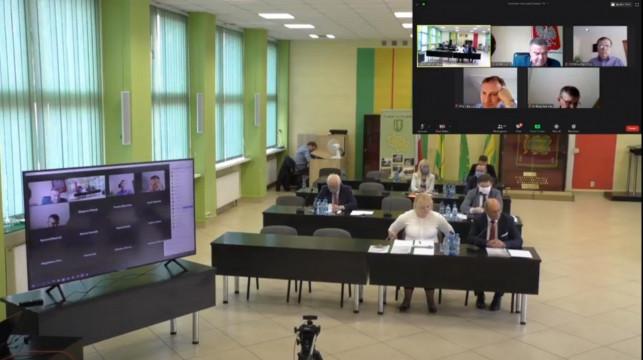 [WIDEO] Trwa sesja w powiecie. Radni dyskutują o kutnowskim szpitalu - Zdjęcie główne