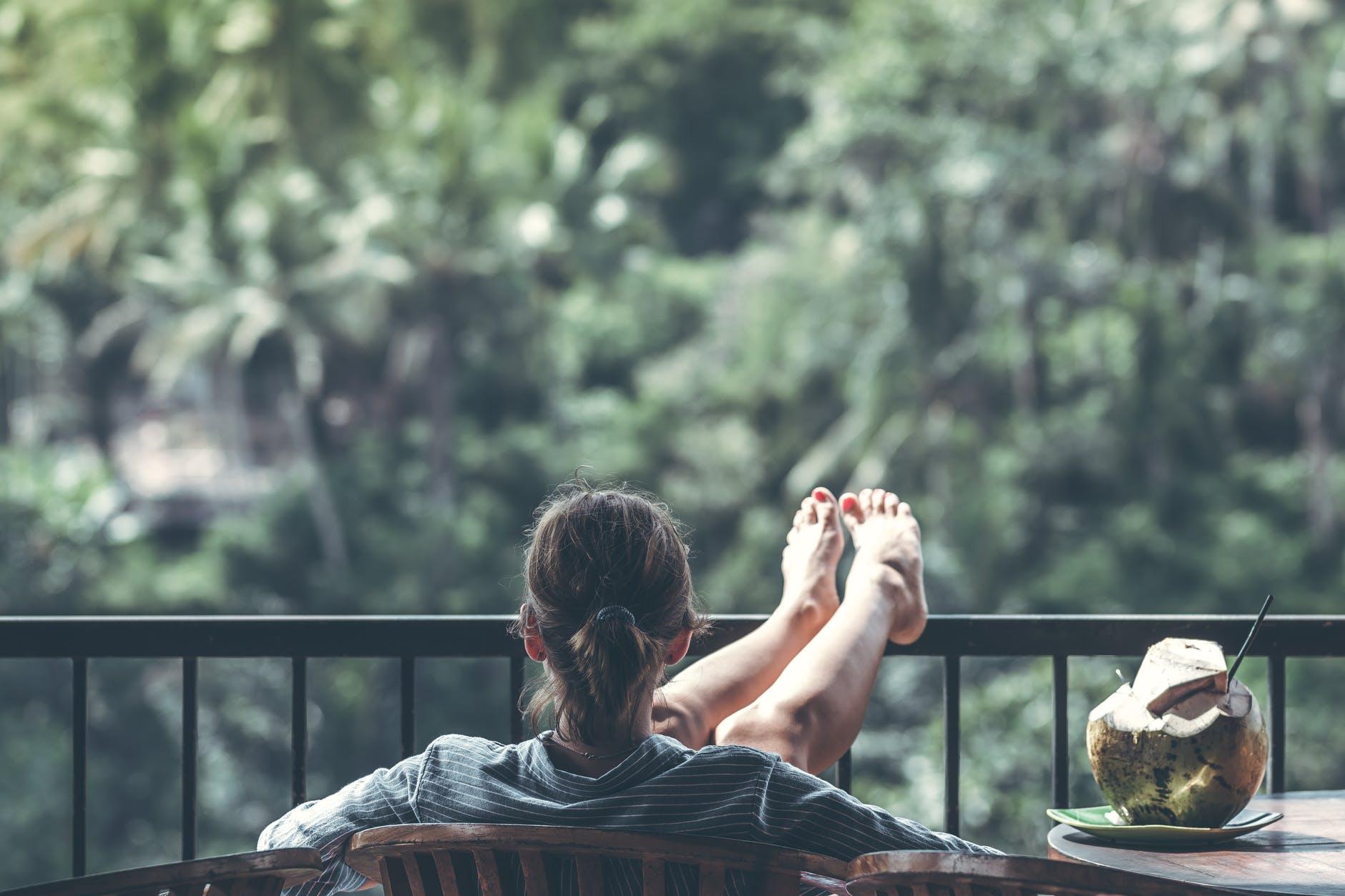 Kącik wypoczynkowy na balkonie – sprawdź, jak go urządzić! - Zdjęcie główne