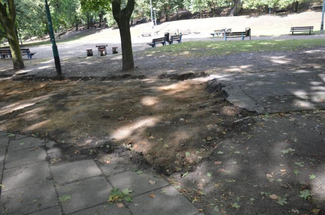 Remontują alejki w parku Traugutta - Zdjęcie główne