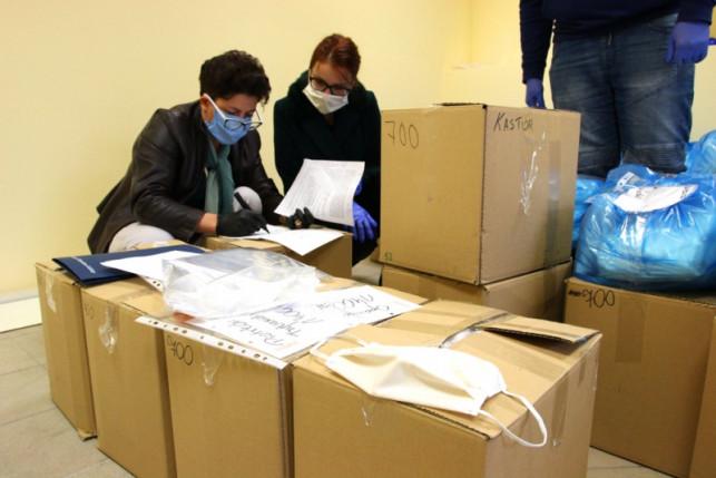 [FOTO] Milion darmowych maseczek! Część z nich trafi do Kutna: gdzie je odebrać? - Zdjęcie główne