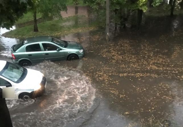[FOTO] Oberwanie chmury, zalane ulice i posesje. Pogoda znów wygrała z kanalizacją - Zdjęcie główne