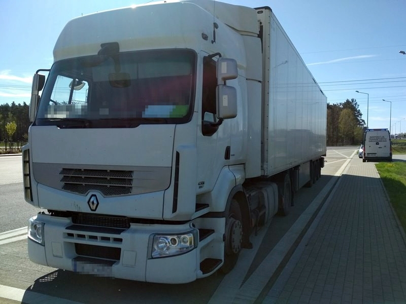 [ZDJĘCIA] Wiózł towar z Kutna do Szczecina. Bez przeglądu, karty kierowcy i z wyłączonym tachografem - Zdjęcie główne