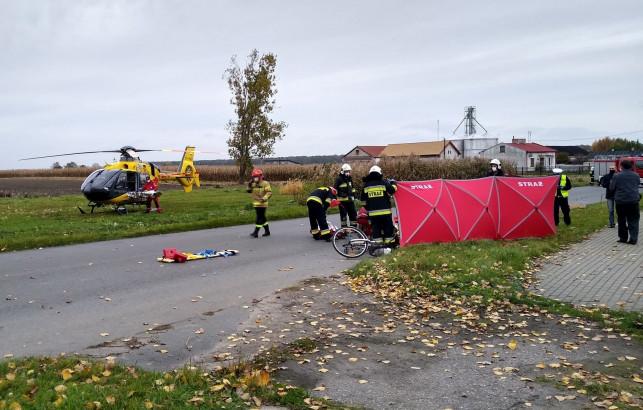 [ZDJĘCIA] Dramat pod Kutnem: samochód potrącił rowerzystkę. W akcji śmigłowiec LPR  - Zdjęcie główne