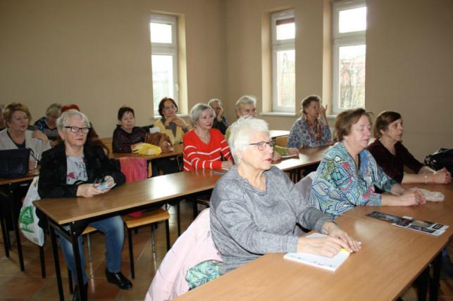 [ZDJĘCIA] Urzędnicy spotkali się z seniorami. Jak wygląda pomoc w Kutnie? - Zdjęcie główne