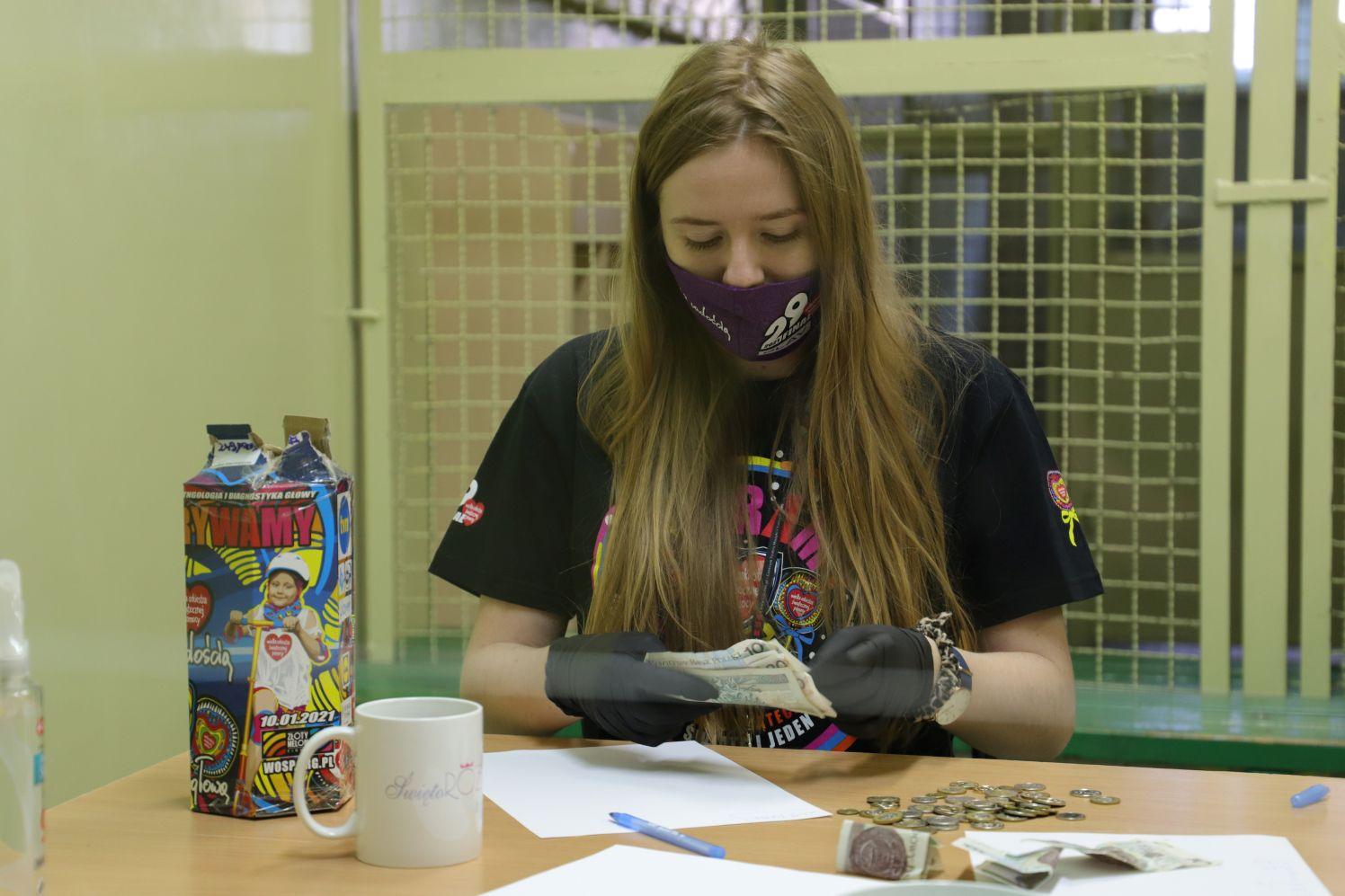 WOŚP w Kutnie: dzięki wolontariuszom zebrano piękną sumę. Uda się pobić rekord? - Zdjęcie główne