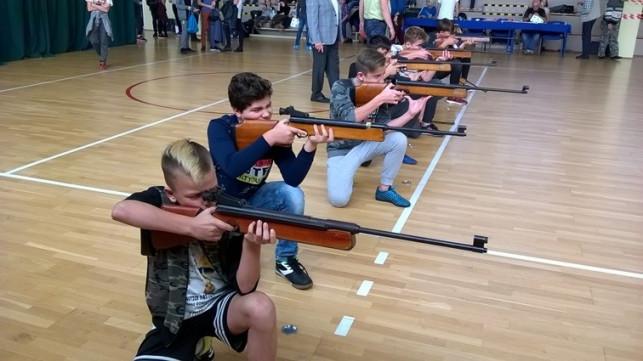 """Uczniowie """"czwórki"""" najlepsi w strzelaniu - Zdjęcie główne"""