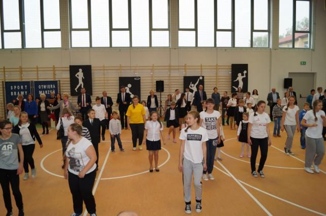 Uroczyste otwarcie sali gimnastycznej w Oporowie - Zdjęcie główne