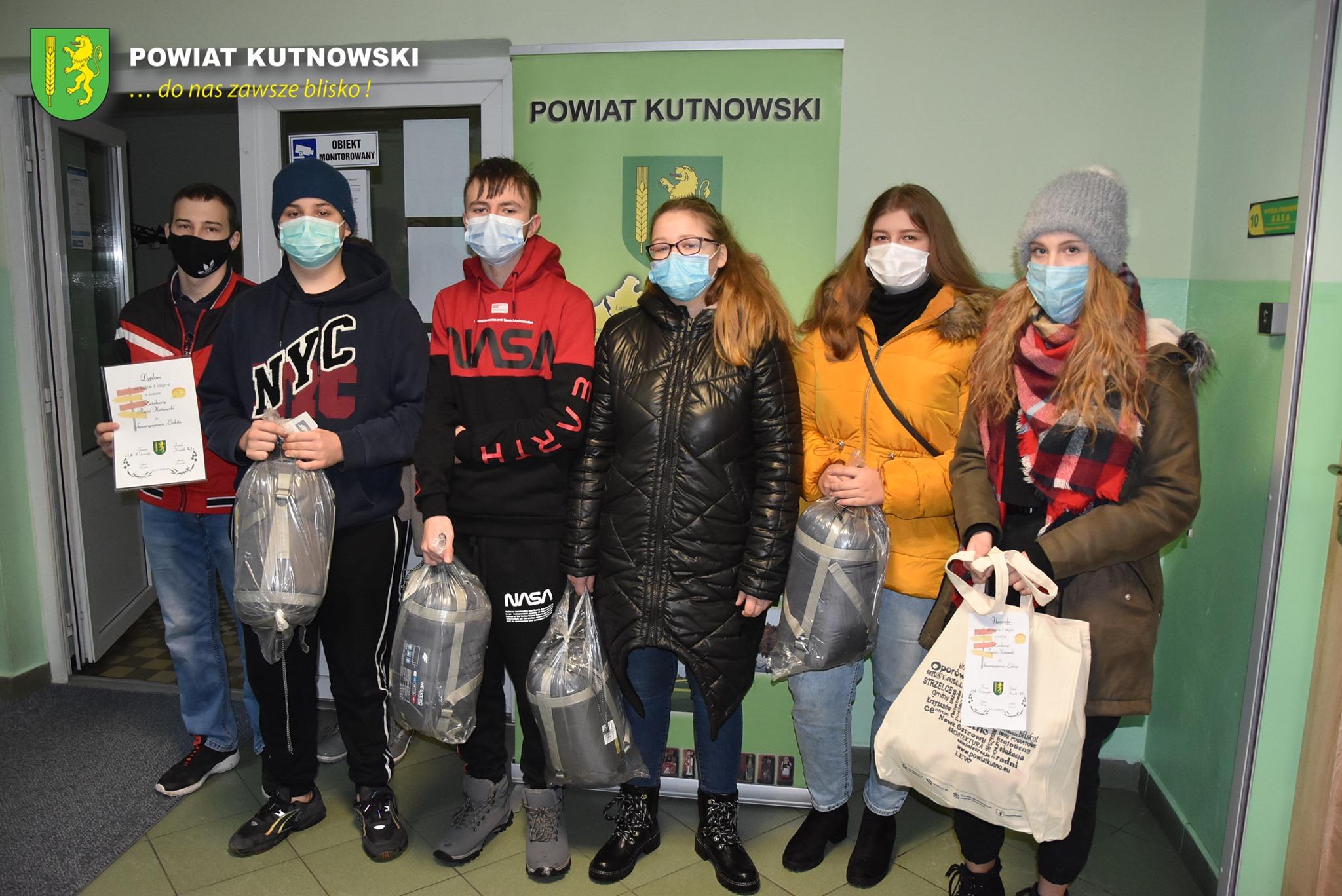 """[ZDJĘCIA] """"Zwiedzamy Powiat Kutnowski"""": starostwo nagrodziło uczestników - Zdjęcie główne"""