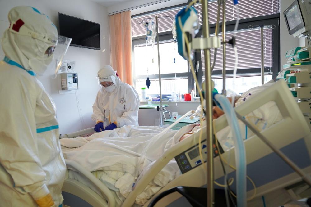 """Doktor, który leczy koronawirusa amantadyną: """"Na taką pandemię czekano wiele lat. Ma ona trwać i trwać"""" - Zdjęcie główne"""