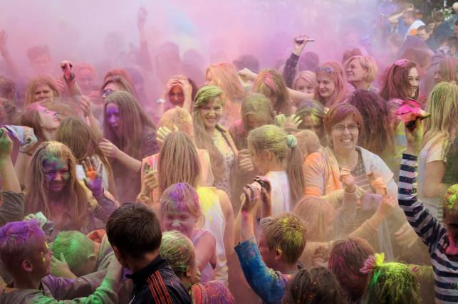 Święto kolorów po raz kolejny zawita do powiatu kutnowskiego! Sprawdź, gdzie tym razem - Zdjęcie główne