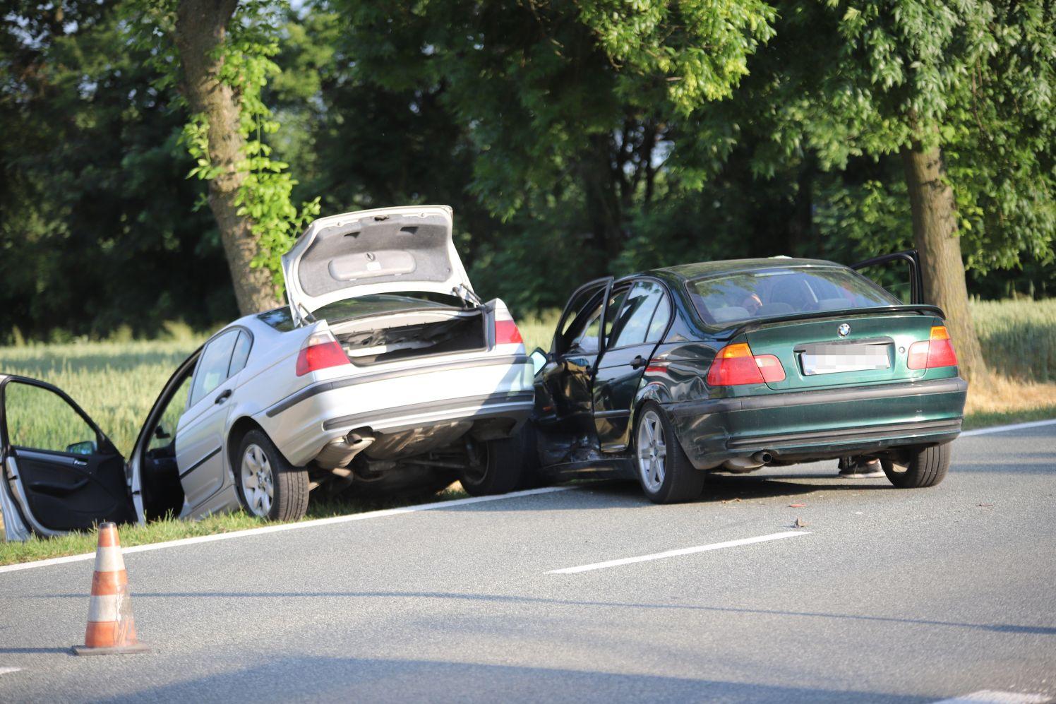 Wypadek pod Kutnem. Na drodze krajowej zderzyły się dwie osobówki [ZDJĘCIA] - Zdjęcie główne