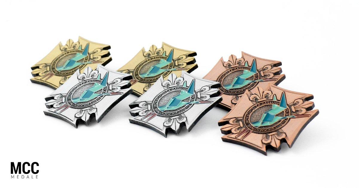 Medale i pinsy okolicznościowe – kiedy są dobrym wyborem? - Zdjęcie główne