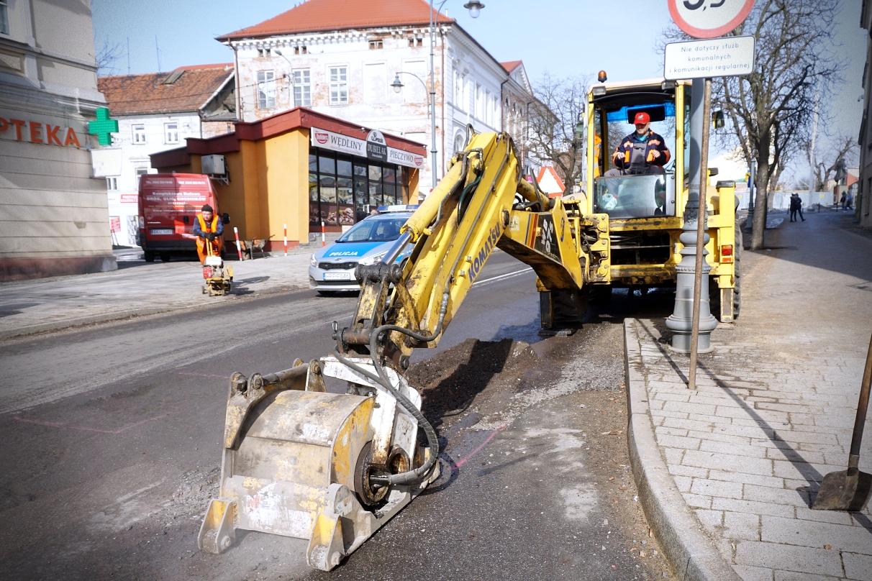 Kutnowscy drogowcy znów łatają dziury. Gdzie tym razem? - Zdjęcie główne