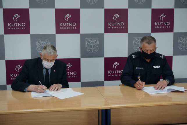 [FOTO] Będzie więcej patroli. Prezydent i komendant podpisali porozumienie - Zdjęcie główne