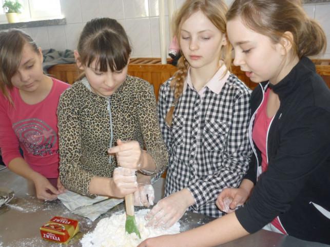 Przygotowania do świąt wielkanocnych w ZS w Byszewie - Zdjęcie główne