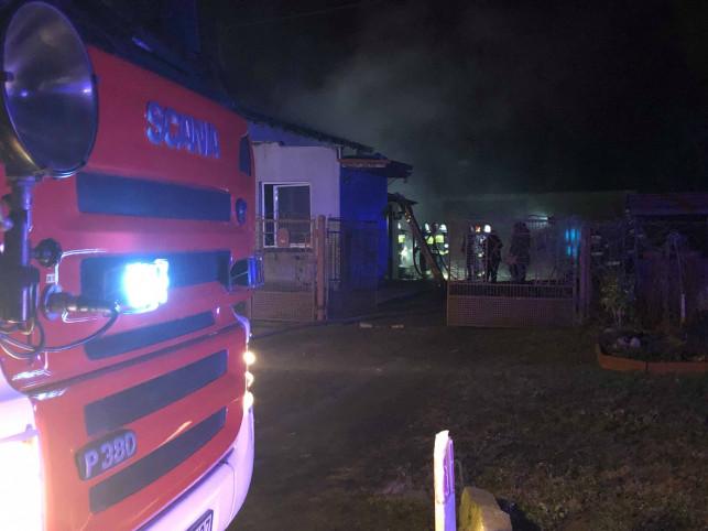 [AKTUALIZACJA/ZDJĘCIA] Płonie dom pod Kutnem - strażacy w akcji! - Zdjęcie główne