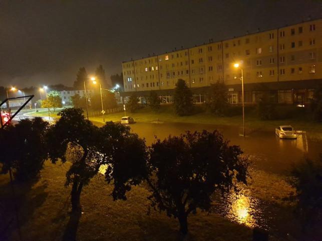 [ZDJĘCIA] Nocne ulewy, zalane ulice i interwencje straży - Zdjęcie główne