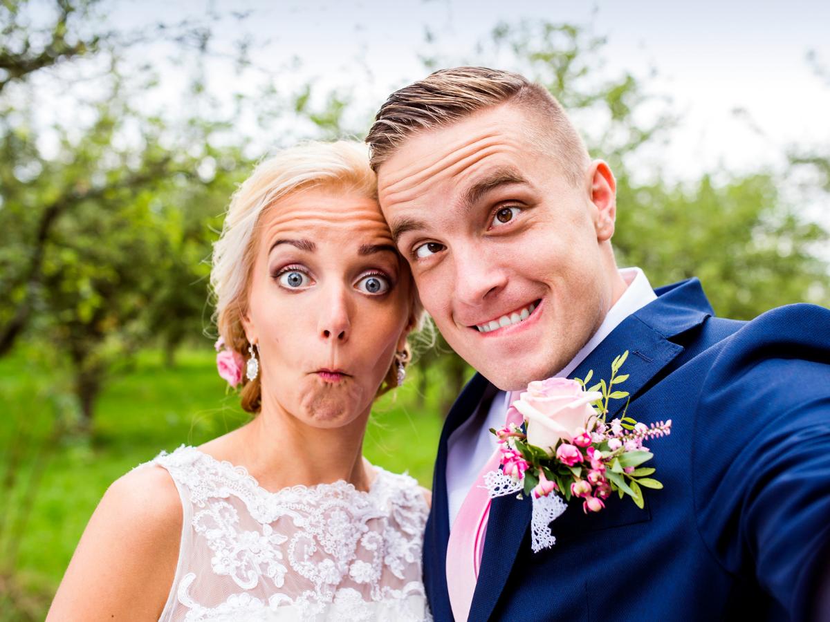 Jak pozować do zdjęć ślubnych – poradnik dla młodych par - Zdjęcie główne
