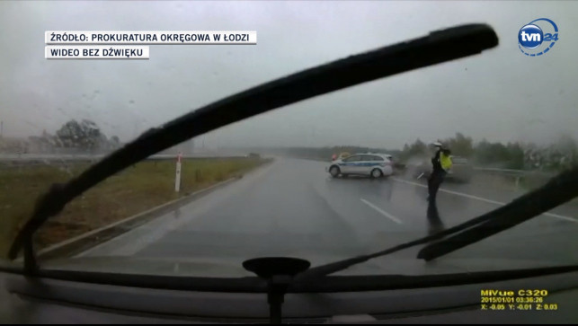 [WIDEO] Policjantowi cudem nic się nie stało. Jest nagranie z wypadku z udziałem radiowozu - Zdjęcie główne