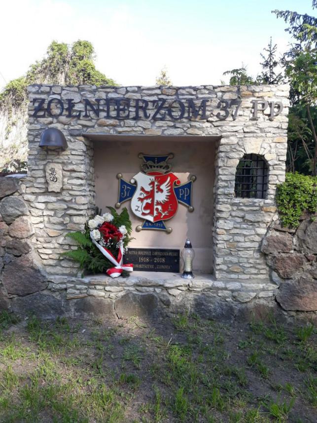 Clonovia oddaje cześć bohaterom z okazji święta pułkowego - Zdjęcie główne