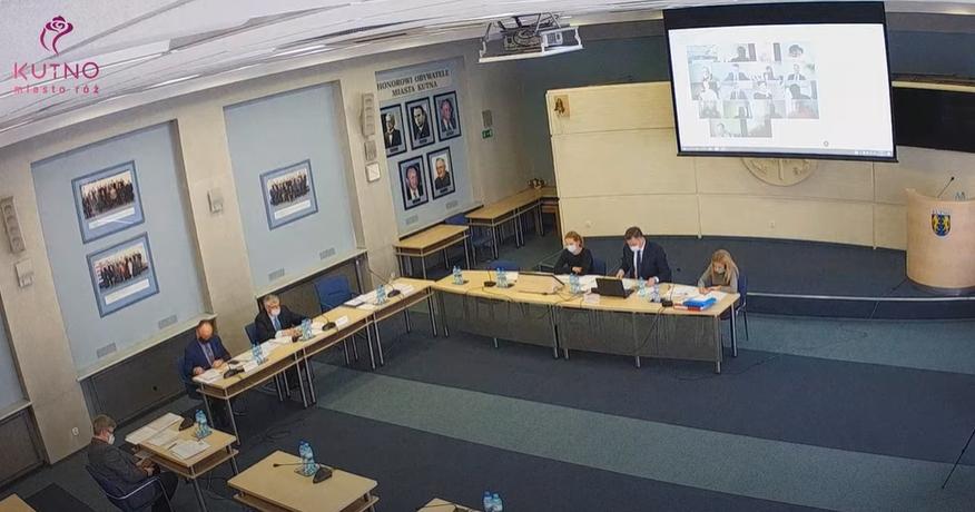 [WIDEO] Trwa sesja rady miasta. Zapadną kluczowe dla Kutna decyzje - Zdjęcie główne