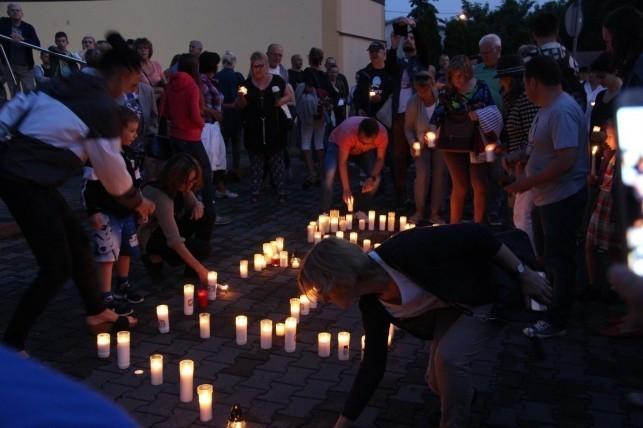 Antyrządowa manifestacja w Kutnie. Protesty wracają pod Sąd - Zdjęcie główne