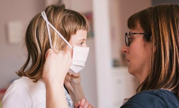 Rodzice mogą starać się o dodatkowy zasiłek. ZUS przedłuża termin i podaje szczegóły - Zdjęcie główne