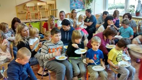 Przedszkolaki świętowały Dzień Pieczonego Ziemniaka - Zdjęcie główne