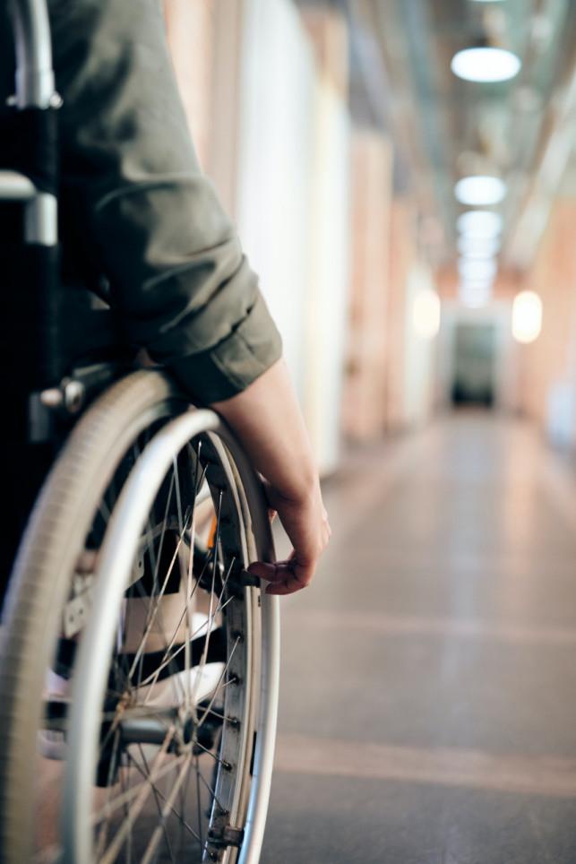Zastosowanie oraz cena podnośników rehabilitacyjnych - Zdjęcie główne