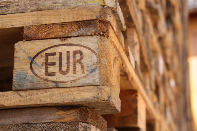 Cena palety euro - Zdjęcie główne
