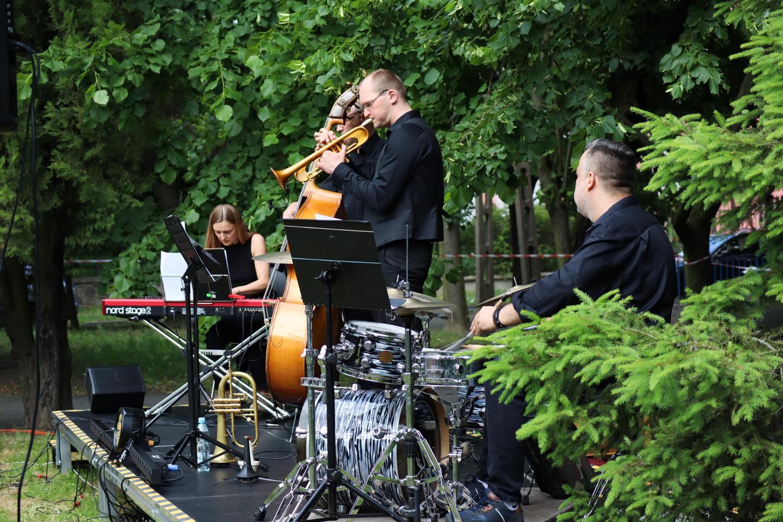 Jazz club w bibliotece. Plenerowy Krzemiński Quartet - Zdjęcie główne