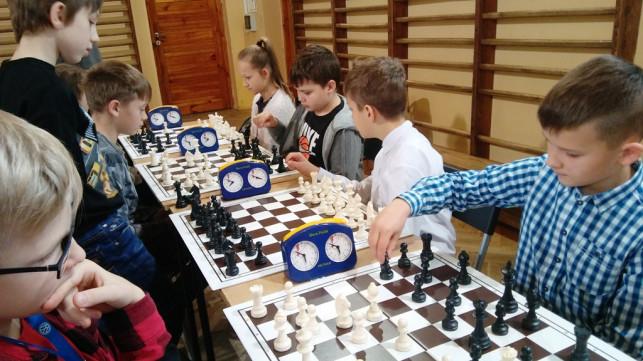 Mistrzostwa powiatu kutnowskiego w szachach drużynowych - Zdjęcie główne