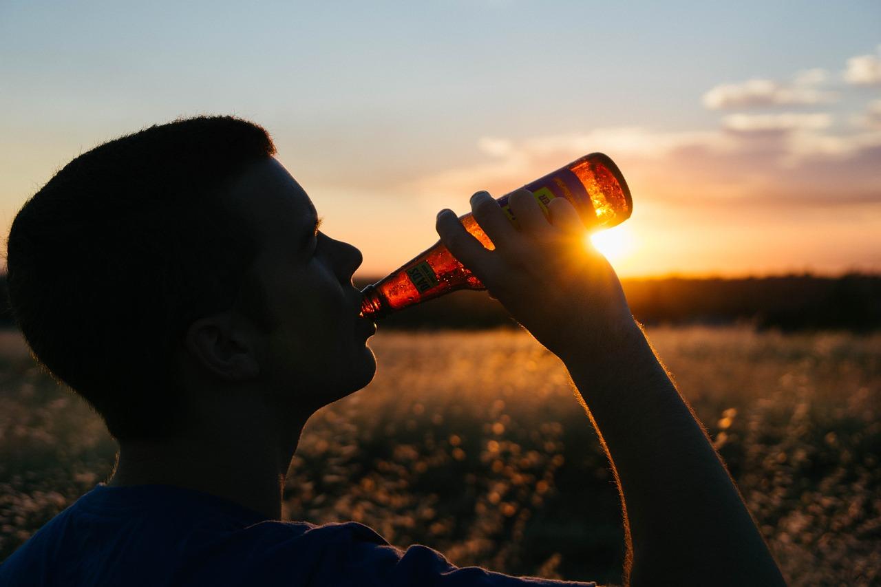 Wydajemy coraz więcej na alkohol i papierosy. Ile dokładnie? - Zdjęcie główne