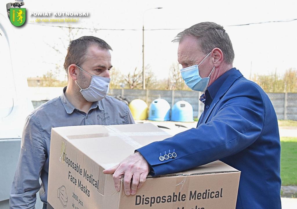 [ZDJĘCIA] Do punktów szczepień w powiecie kutnowskim trafiło kilkadziesiąt tysięcy maseczek - Zdjęcie główne